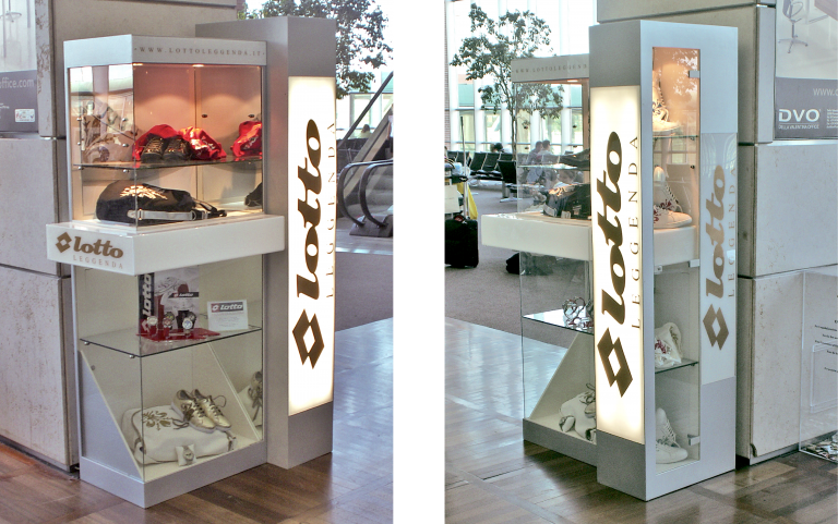 Lotto, corner con illuminazione interna, materiali: legno e plexiglass.