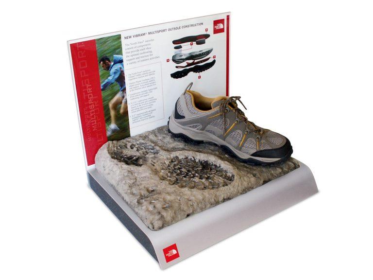 The North Face, espositori da banco con Grafica intercambiabile materiali: Metallo, PVC, resina legno.